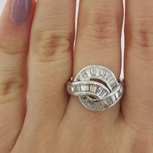 Jewelry - Gorgeous 1.5 carat 18k diamond baguette ring